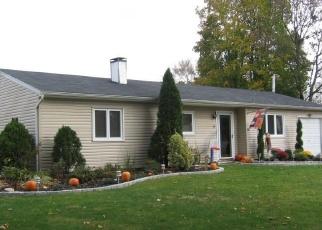 Foreclosed Home en SHAMROCK LN, Centereach, NY - 11720