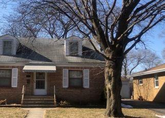 Foreclosed Home en N GRETTA AVE, Waukegan, IL - 60085