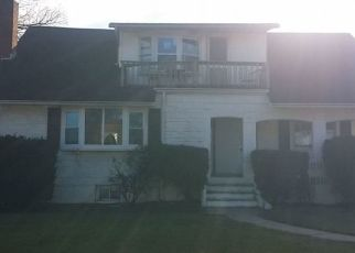 Foreclosed Home en BELL CT, Bellmore, NY - 11710