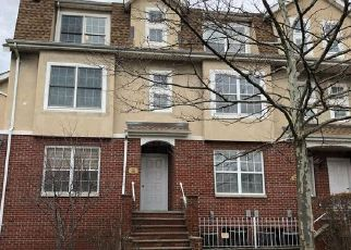 Foreclosed Home en PATRICIA LN, Bronx, NY - 10465