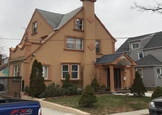Foreclosed Home en CAMERON AVE, Hempstead, NY - 11550