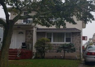 Foreclosed Home en HARTMAN LN, Far Rockaway, NY - 11691
