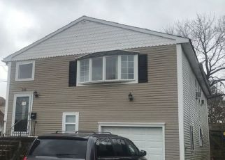 Foreclosed Home en 6TH ST, Westbury, NY - 11590