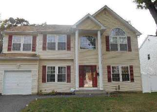 Foreclosed Home en ROSEWOOD AVE, Amityville, NY - 11701
