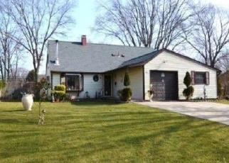 Foreclosed Home en S BEDFORD AVE, Islandia, NY - 11749