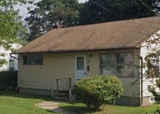Foreclosed Home in BENJOE DR, Amityville, NY - 11701
