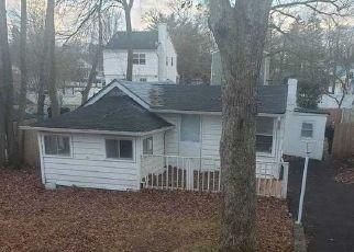 Foreclosed Home en DAKOTA ST, Ronkonkoma, NY - 11779
