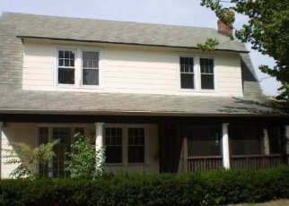 Foreclosed Home en W WOODBINE DR, Freeport, NY - 11520