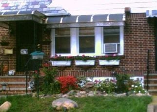 Foreclosed Home en 77TH PL, Middle Village, NY - 11379