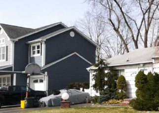 Foreclosed Home en HOPE DR, Plainview, NY - 11803