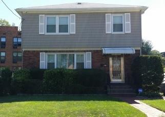 Foreclosed Home en MANOR CT, Hempstead, NY - 11550