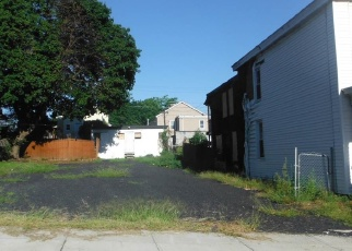 Foreclosed Home en 3RD AVE, Watervliet, NY - 12189