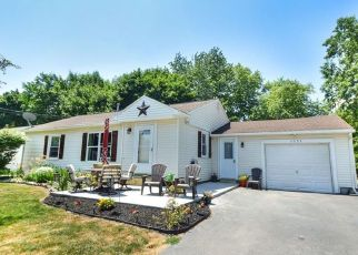 Foreclosed Home en SUMMIT DR, Newark, NY - 14513