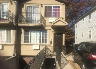 Foreclosed Home en HOLLIS AVE, Queens Village, NY - 11429