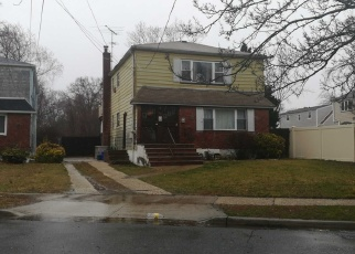 Foreclosed Home en LAKEVIEW AVE, Freeport, NY - 11520