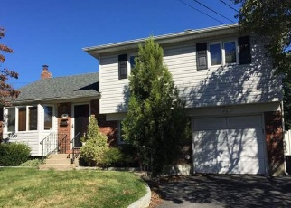 Foreclosed Home en BLUEBELL LN, North Babylon, NY - 11703