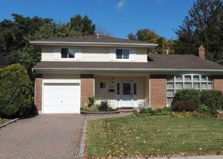 Foreclosed Home in BELTAGH AVE, Wantagh, NY - 11793
