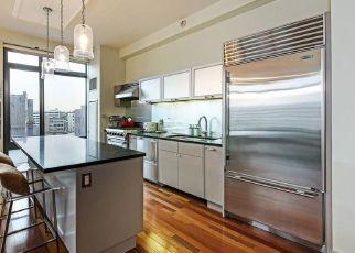 Foreclosed Home en CITY PL, White Plains, NY - 10601