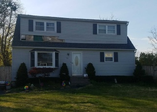 Foreclosed Home en WOODS LN, Centereach, NY - 11720