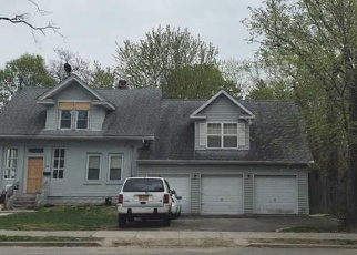 Foreclosed Home en COLUMBIA ST, Huntington Station, NY - 11746