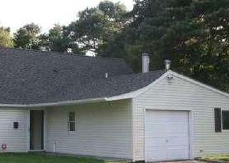 Foreclosed Home en SLATE LN, Islandia, NY - 11749