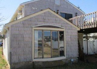 Foreclosed Home en SHORE WALK, Lindenhurst, NY - 11757