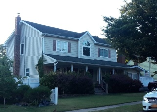 Foreclosed Home en LAWRENCE ST, Farmingdale, NY - 11735