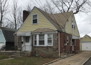 Foreclosed Home in OAK AVE, Hempstead, NY - 11550