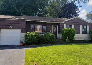Foreclosed Home en HALE ST, Brentwood, NY - 11717