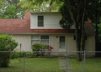 Foreclosed Home en AUBORN AVE, Shirley, NY - 11967