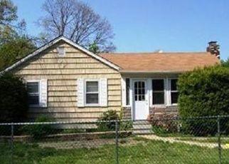 Foreclosed Home en DEAN ST, Islandia, NY - 11749