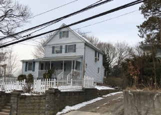 Foreclosed Home en OLIVE ST, Huntington Station, NY - 11746