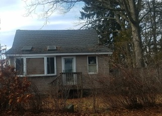 Foreclosed Home en CENTRE AVE, Lindenhurst, NY - 11757