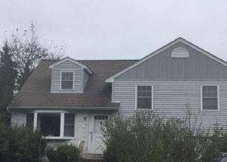 Foreclosed Home en SARAH DR, Wantagh, NY - 11793