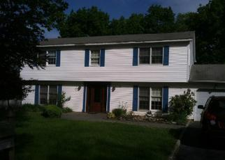 Foreclosed Home en MILLBURY LN, Centereach, NY - 11720