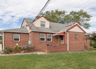 Foreclosed Home en CARLLS PATH, Deer Park, NY - 11729