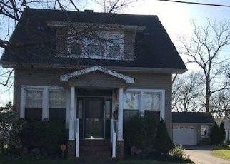 Foreclosed Home en S BROADWAY, Lindenhurst, NY - 11757