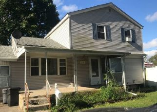 Foreclosed Home en CHARTER OAKS AVE, Brentwood, NY - 11717