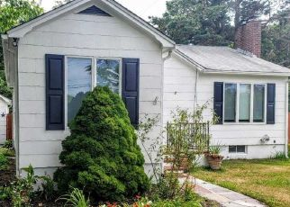 Foreclosed Home en RIDER AVE, Patchogue, NY - 11772