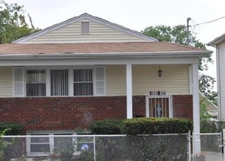 Foreclosed Home en 111TH AVE, Queens Village, NY - 11429