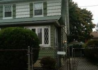 Foreclosed Home en 211TH ST, Queens Village, NY - 11429