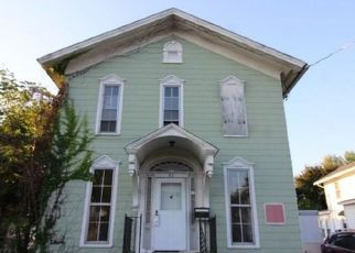 Foreclosed Home en W ALBION ST, Holley, NY - 14470