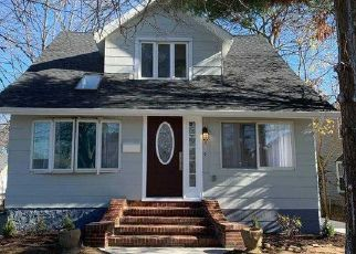 Casa en ejecución hipotecaria in Baldwin, NY, 11510,  PINE ST ID: P1236329