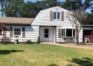 Foreclosed Home en SPLIT PINE CIR, Medford, NY - 11763