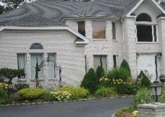 Foreclosed Home en COBBLESTONE LN, Lake Grove, NY - 11755
