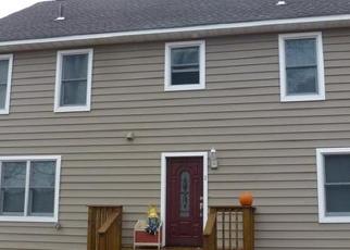 Foreclosed Home en RENSSELAER DR, Spring Valley, NY - 10977