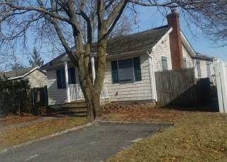 Foreclosed Home en DENTON ST, Patchogue, NY - 11772