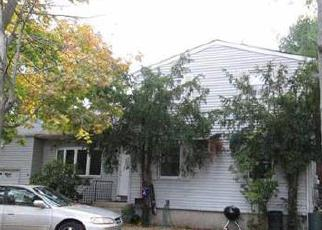 Foreclosed Home en LINCOLN AVE, Brentwood, NY - 11717