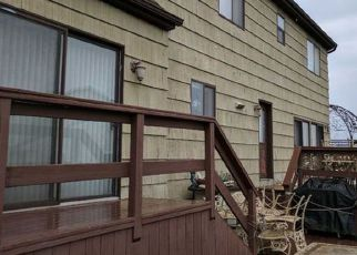 Foreclosed Home en S BAYVIEW AVE, Freeport, NY - 11520