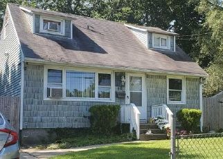 Foreclosed Home en CYPRESS ST, Central Islip, NY - 11722